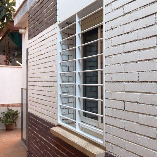 rejas fijas en ventanas en La Llagosta 2