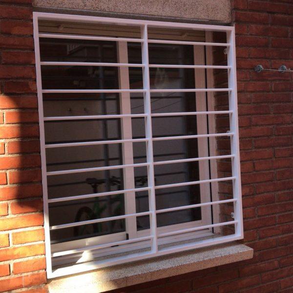rejas fijas en ventanas en La Llagosta 1