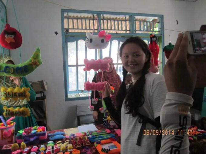 touris dari jepang beli kerajinan kain flanel