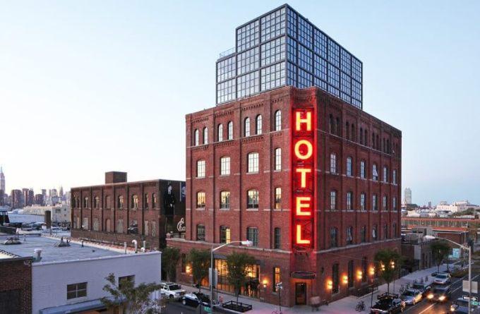 contoh advertisement hotel