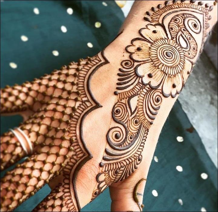Foto Henna Simple Di Kaki