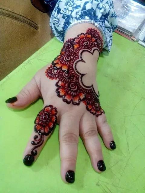 inai tangan berwarna cantik