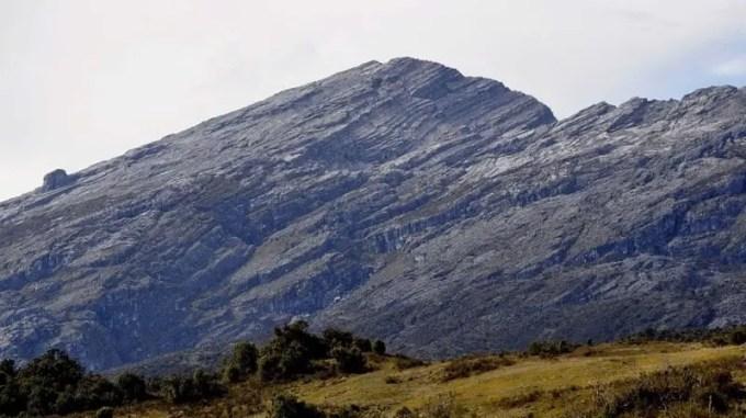 puncak gunung mandala