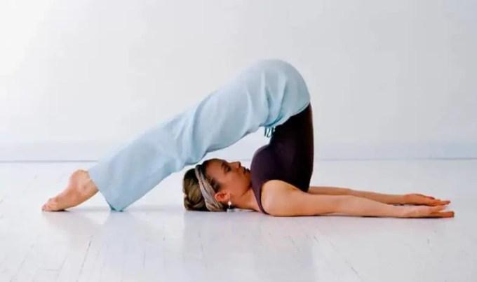gerakan yoga plough pose