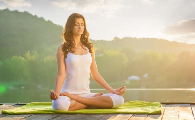 gerakan yoga sukhasana
