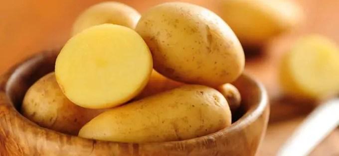 memutihkan selangkangan menggunakan kentang