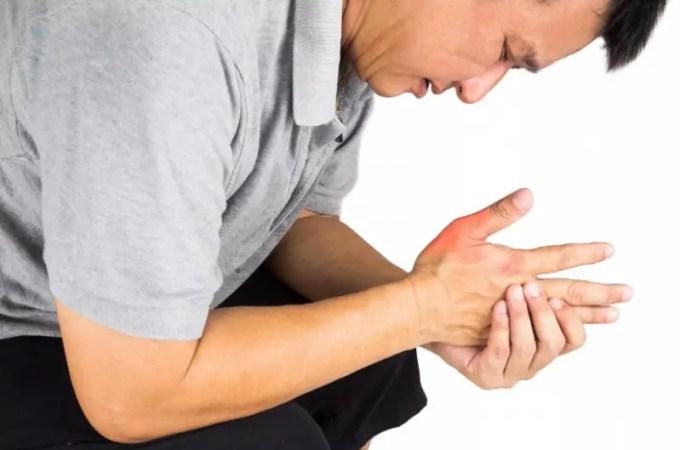 cara mengobati asam urat di tangan