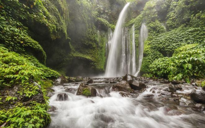Sindang Gila vandfaldet - Bali i Indonesien