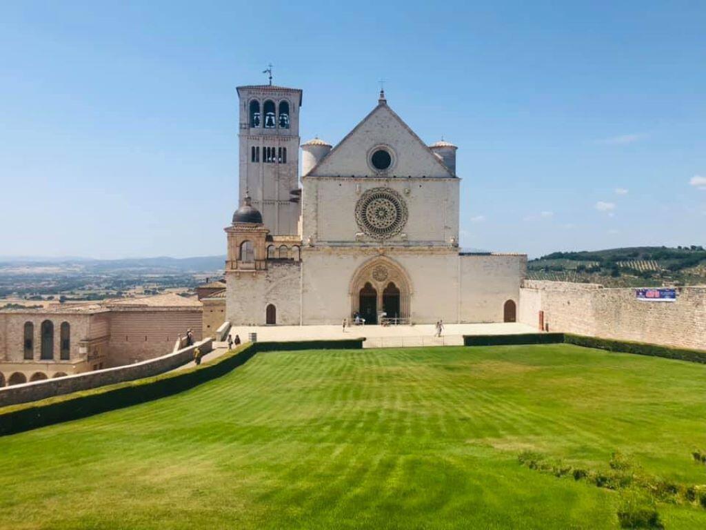 Italya - Assisi, paglalakbay sa kalsada sa Italya - paglalakbay