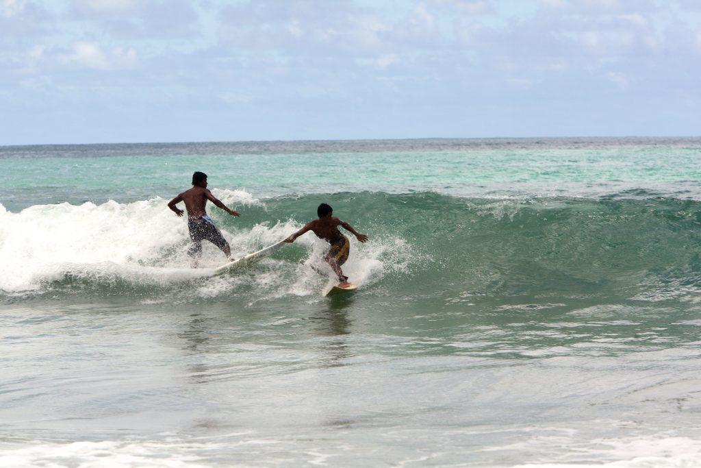 Thái Lan - du lịch - bãi biển Phuket - bãi biển khao lak - lướt sóng khao lak - kao lak - quán bar bãi biển kỷ niệm