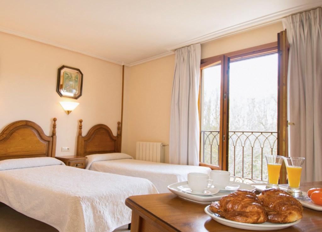 FOTO PUBLICITARIA HOTEL -HOSTAL-GOYO-GARRAY-SORIA-20