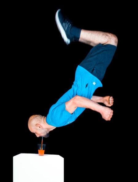 RID-rekord-strohhalm-salto-trinken2