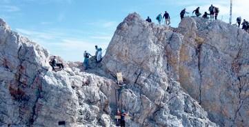 RID-Weltrekord-schwerstes-moebelstueck-auf-berg-3
