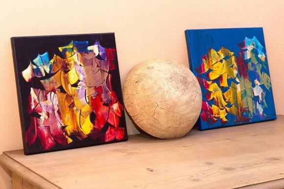 Zwei Gemälde von Sabine Flatau