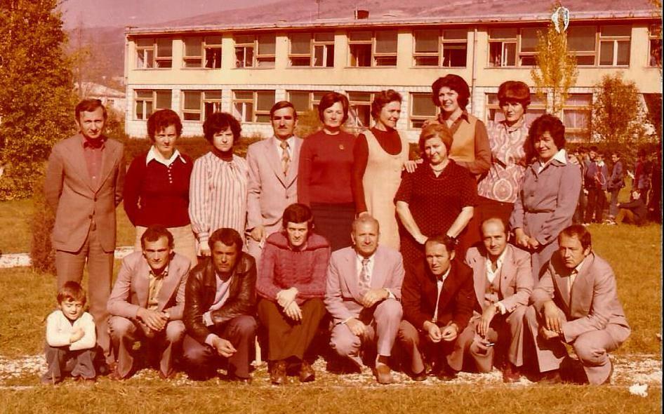 Nastavnici Osnovne Skole Ivan Goran Kovacic Livno 1977 Godine