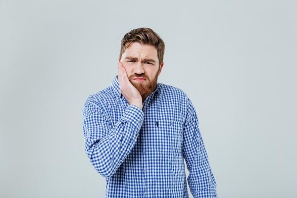 7 méthodes pour soulager le mal de dent naturellement
