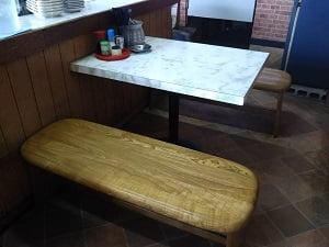 店内右奥のテーブル席