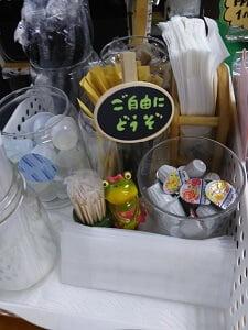 ドリンク用の砂糖やシロップ類の写真