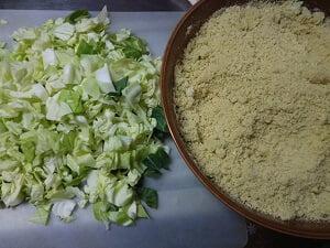 高野豆腐の粉ときゃべつのみじん切りの写真