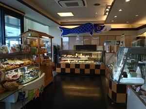 奥のイートインスペース側の店内の雰囲気の写真