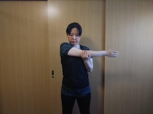 肩こりストレッチ6の写真
