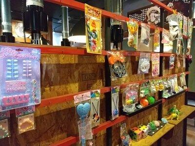 赤から霧島店の子供のおもちゃが並ぶ写真