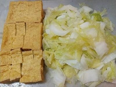 厚揚げと白菜の下準備をした写真