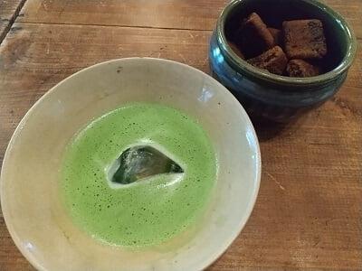 きりん商店の食前茶の写真