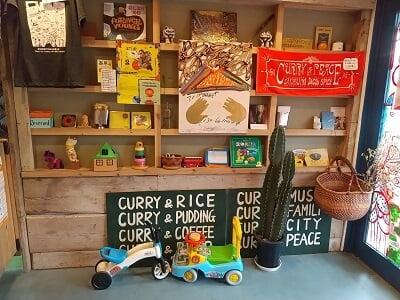 さくらじまJacob Spiceのすぐ右の子供のおもちゃが並ぶ写真