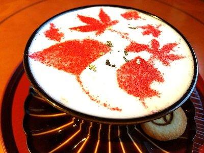 サクラノヤカタのストロベリー紅葉ラテの写真