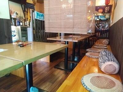 沖縄酒楽やがての右側の雰囲気の写真