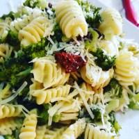 Verdure da favola. Pasta con broccoli e pomodori secchi