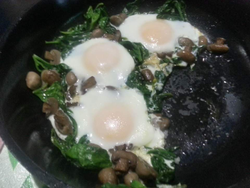 Spinach with Mushroom and Egg