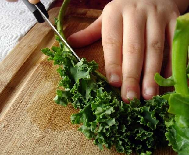 Kale contains magnesium