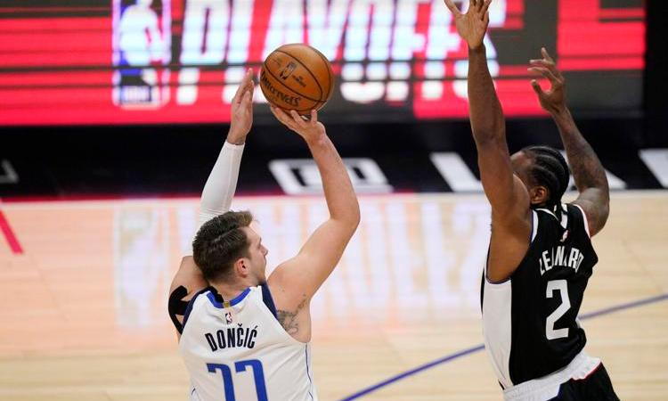 Doncic scores 42 and leads Mavs over Clippers 105-100