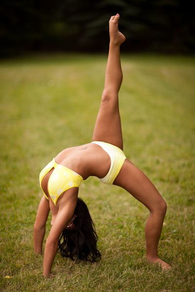 400px-Lululemon_Yellow_Yoga.wikimediacommons