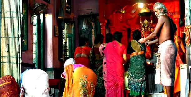 Offerritual i Varanasi, Shivas hellige by. Foto: Jonathan Nymoen.