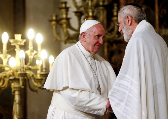 Pope Francis greets Rabbi Riccardo Di Segni, Rome's Chief Rabbi, during his visit at Rome's Great Synagogue, Italy on January 17, 2016. Photo by Alessandro Bianchi/Reuters