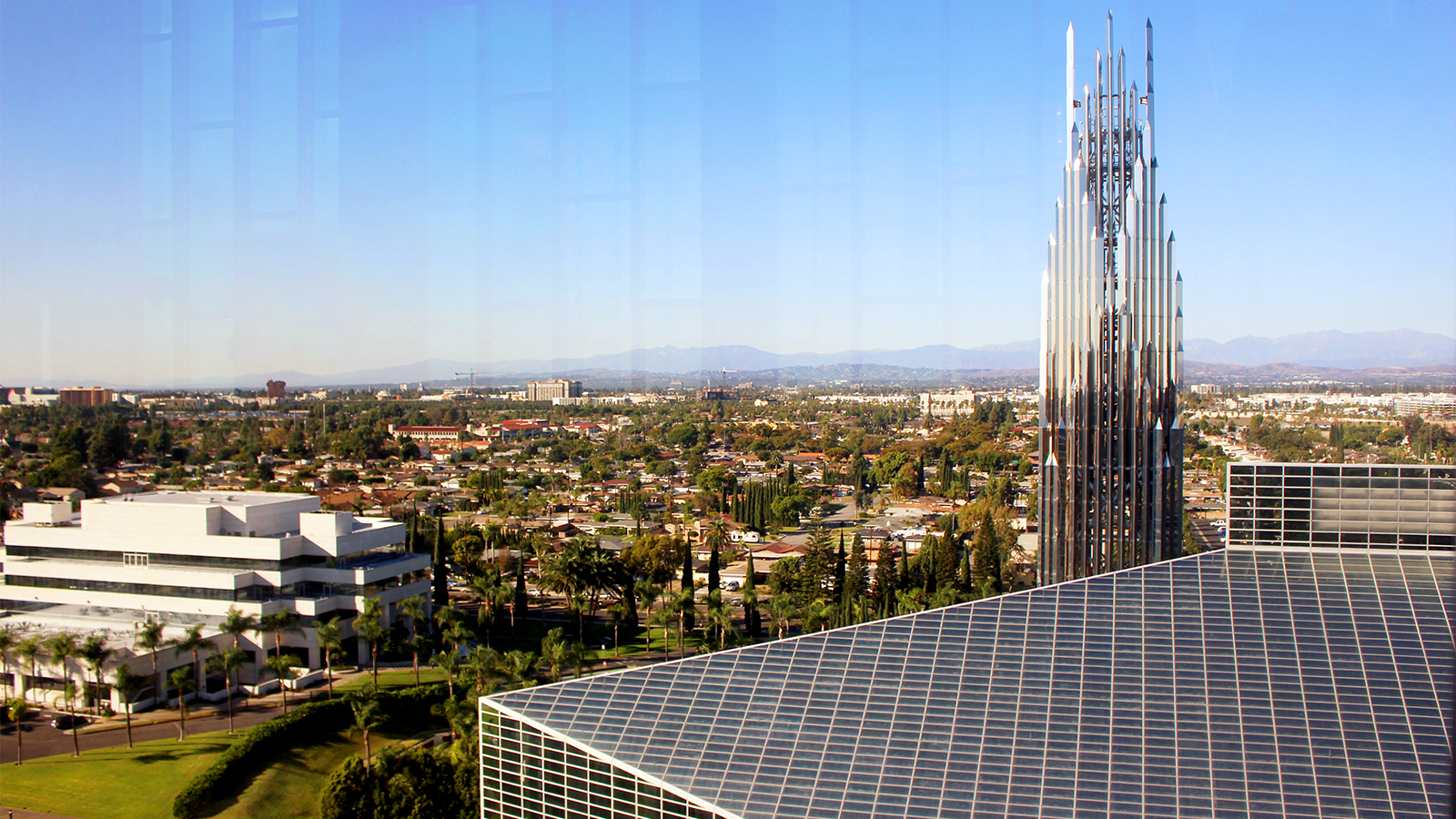 crystal cathedral home to