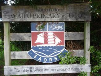 Waipu School crest