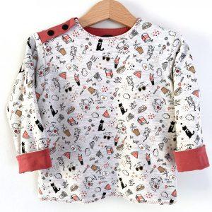 Sweat-shirt sur un cintre