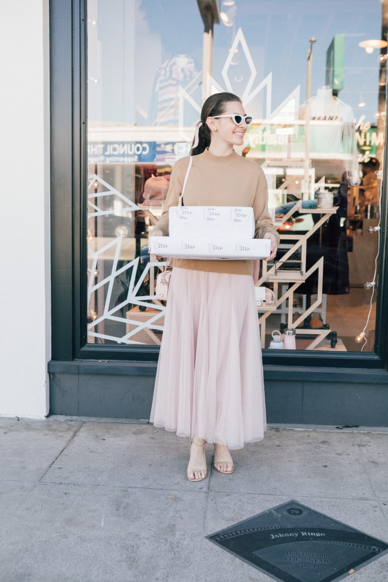 LA blogger, RELish By Arielle wears a cashmere sweater by Everlane
