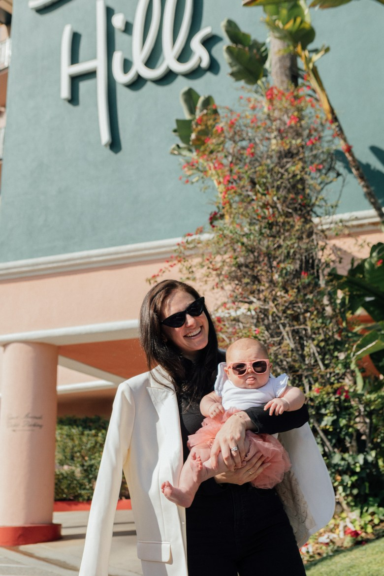 Los Angeles mom and fashion blogger, RELish By Arielle wears Madewell jeans at the Beverly Hills Hotel