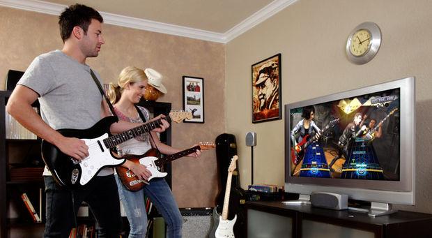 playing_rockband3_together-620x