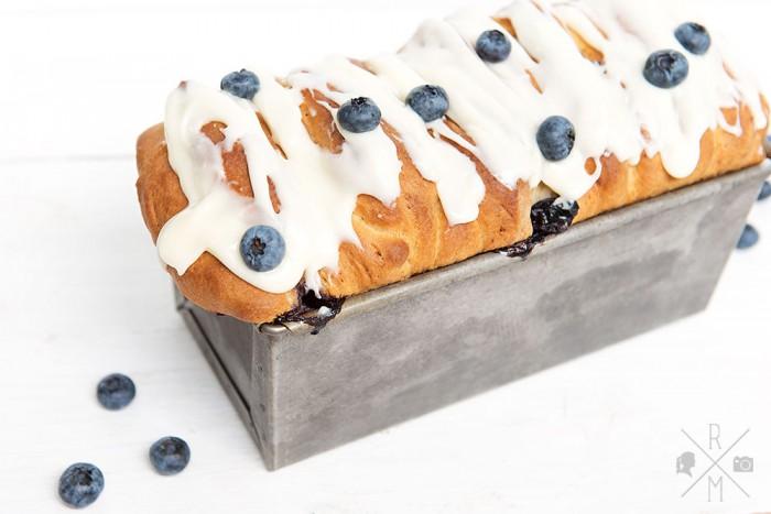 Blaubeer Brioche mit Frischkäse Frosting | relleomein.de #sweetsunday #brioche #blaubeer #kuchen