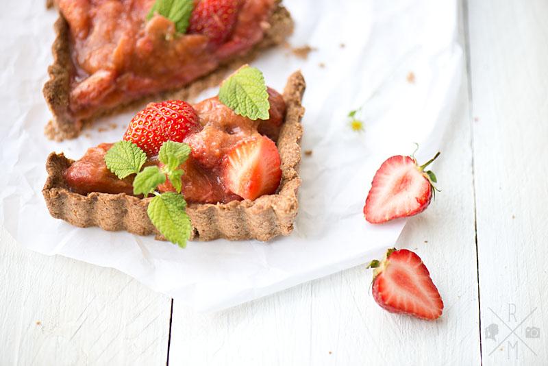 Erdbeer Rhabarber Tarte vegan | relleomein.de
