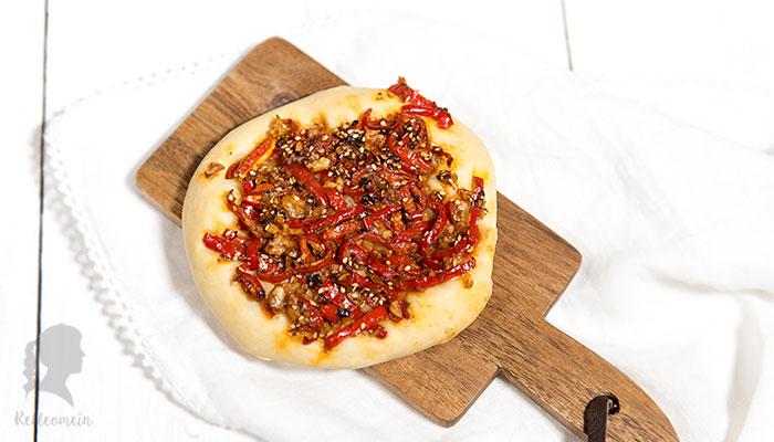 Vegetarische Paprika Fladen - herzhafte Hefeteilchen - türkisches Rezept | relleomein.de