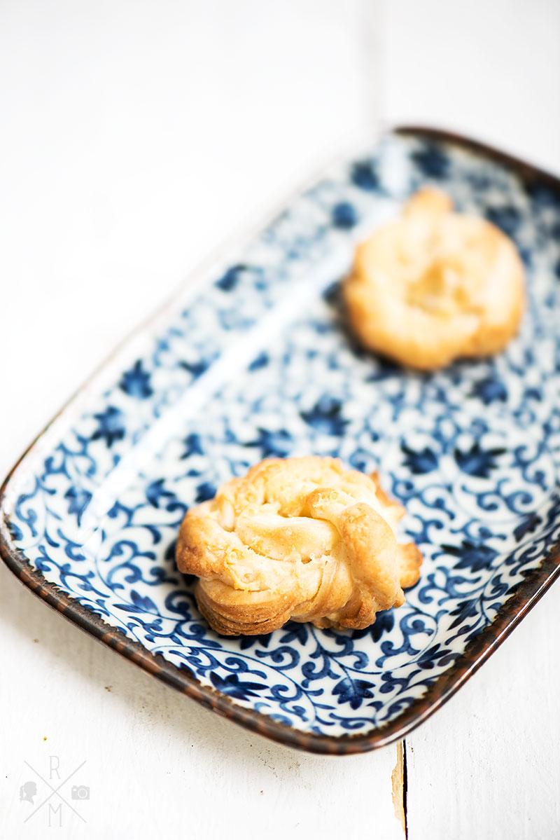 Partyrezepte :: Blätterteig-Käse-Knoten   relleomein.de #snack #party