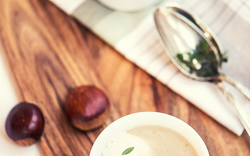 Petersilienwurzelsuppe mit Maronen Croutons ohne Milch ohne Zwiebeln | relleomein.de #fall #soup