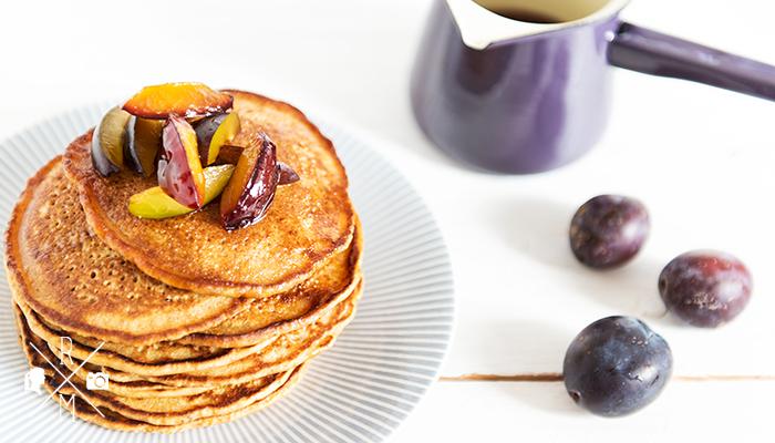 Pumpkin Pancakes with hot plum syrup - Kürbis Pfannkuchen mit Pflaumensirup   relleomein.de #pancakes #recipe #breakfast #pumpkin #fall